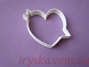 Вирубка пластикова серце з стрілою